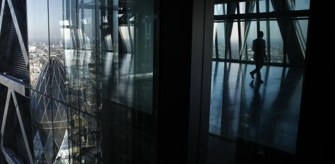 Szklana fasada wieżowca Leadenhall Building (znany też jako Cheesegrater) w londyńskiej finansowej dzielnicy City