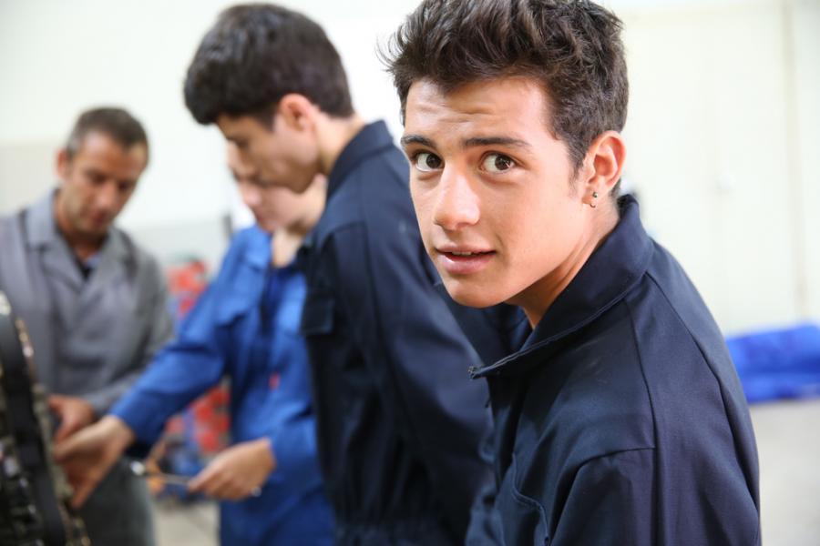 nastolatek w pracy
