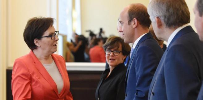 Premier Ewa Kopacz, minister edukacji narodowej Joanna Kluzik-Rostkowska i minister sprawiedliwości Borys Budka przed posiedzeniem Rady Ministrów.