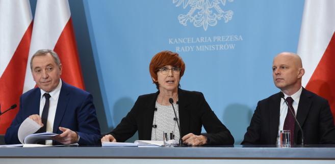 Elżbieta Rafalska, Paweł Szałamacha oraz Henryk Kowalczyk podczas konferencji prasowej w KPRM.