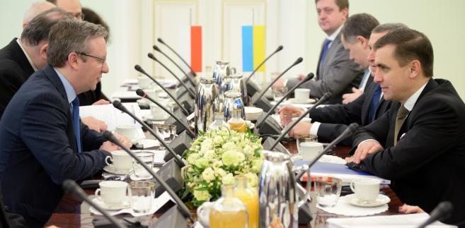 Sekretarz stanu w Kancelarii Prezydenta RP Krzysztof Szczerski oraz zastępca szefa administracji prezydenta Ukrainy Kostiantyn Jelisiejew podczas XXV posiedzenia Komitetu Konsultacyjnego Prezydentów RP i Ukrainy