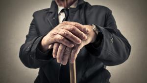 Zwolnienie grupowe uzasadnia zwolnienie pracownika po nabyciu przez niego uprawnień emerytalnych.