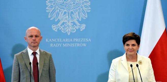 Premier Beata Szydło i minister finanasów Paweł Szałamacha podczas konferencji prasowej po posiedzeniu rządu.