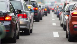 63 proc. taki odsetek zanieczyszczeń powietrza w Warszawie pochodzi ze spalin samochodowych