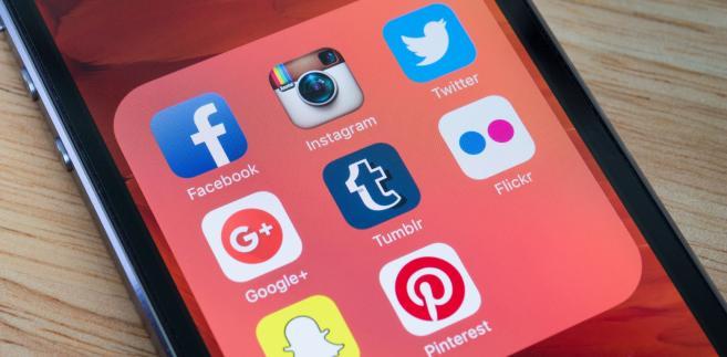 Facebook dla e-emerytów? Młodzi wybierają Snapchat i Instagram