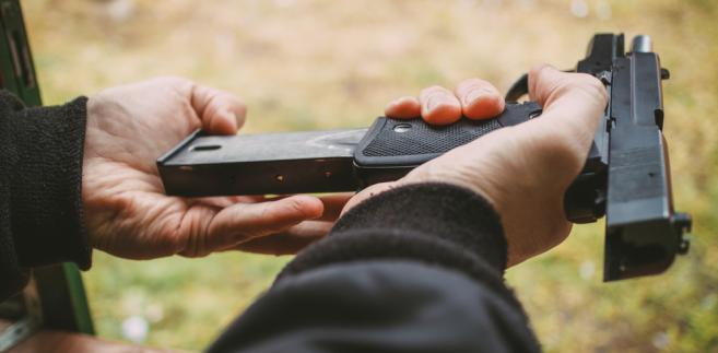 Projekt zakłada m.in. wprowadzenie jednolitego na terenie całego kraju zestawu pytań egzaminacyjnych dla ubiegających się o pozwolenie na broń