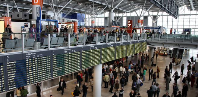 Największe lotnisko w Polsce działało według przepisów ustanowionych za czasów gen. Jaruzelskiego