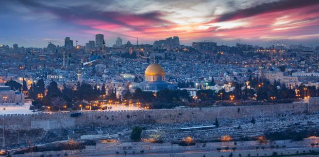 Uznanie przez prezydenta USA Jerozolimy za stolicę Państwa Izrael spotkało się ze zdecydowaną krytyką krajów muzułmańskich i licznych stolic europejskich, które uważają to za niebezpieczną decyzję, prowadzącą do zwiększenia napięcia na Bliskim Wschodzie