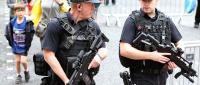 Uzbrojeni policjanci w Manchesterze, EPA/NIGEL RODDIS Dostawca: PAP/EPA.