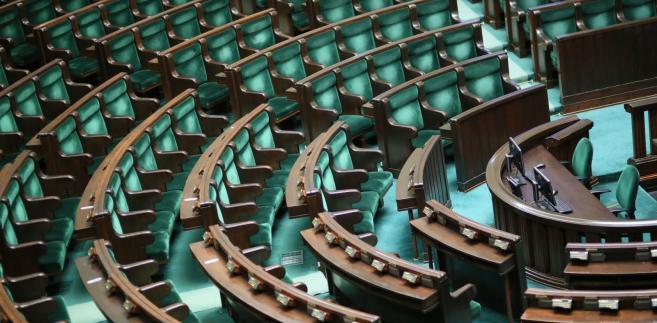 Wcześniej Sejm odrzucił wniosek o odrzucenie ustawy; odrzucone zostały także wnioski mniejszości oraz poprawki opozycji.