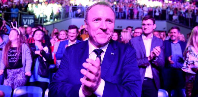 """""""Fakt"""" podał, że przyjaciółka Kurskiego dostała 68 tys. zł premii. TVP zapowiada pozew"""