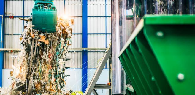 Wszystkie podmioty wytwarzające odpady, których obowiązek odbioru i odpowiedniego zagospodarowania obciąża obecnie gminę, są zobowiązane uiszczać na jej rzecz daninę publiczną