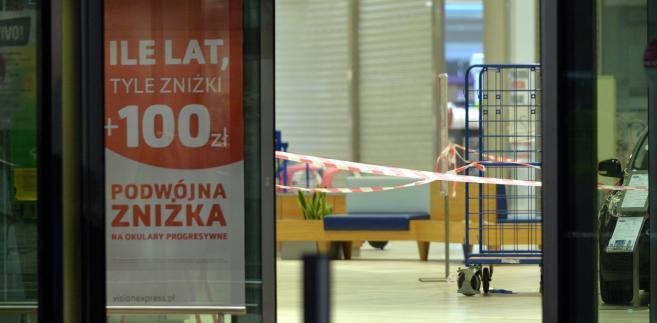 Nożownik to 27-letni mieszkaniec Stalowej Woli. W piątek około godz. 15 zaatakował klientów galerii handlowej przy ul. Chopina w Stalowej Woli