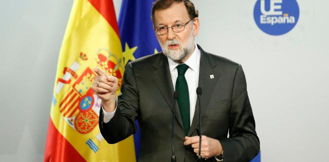 Premier Hiszpanii zastrzegł podczas konferencji prasowej, że rząd centralny nie likwiduje autonomii Katalonii, lecz jedynie usuwa przedstawicieli regionalnych władz, którzy złamali konstytucję kraju