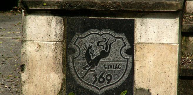 Logo obozu na pomniku Stalagu 369 w Krakowie