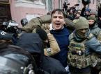 Micheil Saakaszwili uwolniony z rąk policji przez swoich zwolenników. Ruszył w stronę parlamentu