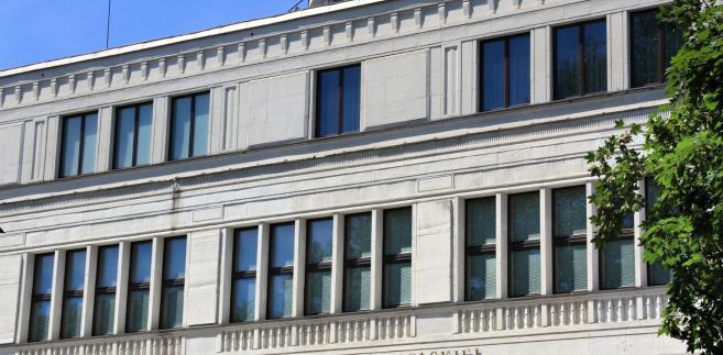 Zgodnie z nowelą, ławnicy z warszawskich sądów, którzy wyrazili gotowość do orzekania w sprawach dyscyplinarnych, a nie zgłoszą woli orzekania na podstawie noweli z 12 kwietnia, będą mogli być wskazywani do wykonywania obowiązków ławnika SN w sprawach innych niż dyscyplinarne tylko ich zgodą.