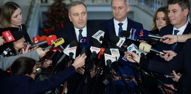 Schetyna powiedział, że w klubie PO zarządzono dyscyplinę, ponieważ - jak wyjaśnił - głosowania nad projektami zmieniającymi prawo aborcyjne, nie było kwestią decyzji światopoglądowej, tylko technicznej - czy Sejm będzie pracował nad danym projektem, czy odrzuci go w pierwszym czytaniu