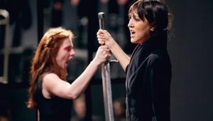 Hamlet-komentarz, Teatr Pieśń Kozła N. Voskoboynikow, Julianna Bloodgood, Fot. Mateusz Bral