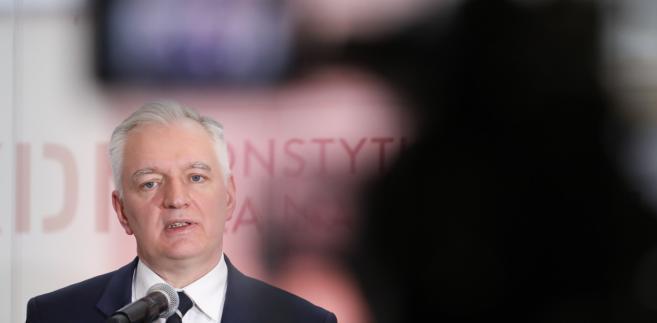 Reformie zarzucano pogłębienie podziału na Polskę A i B.