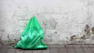 W przypadku żywności opłaty recyklingowej od lekkich torebek (tj. o grubości poniżej 15 mikrometrów) w zasadzie się nie pobiera.