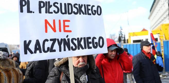 Protest przeciw pomnikom smoleńskim