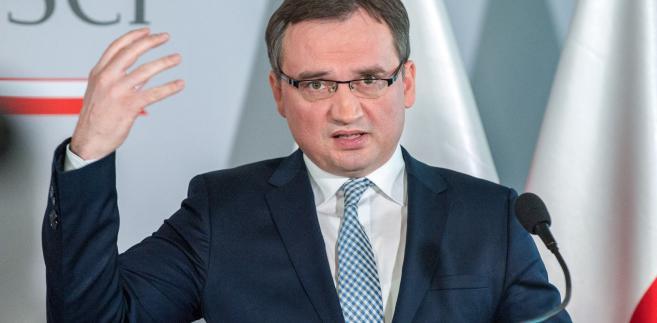 Szef MS przypomniał, że wystosował do I prezes SN list, w którym zwrócił się do niej o niezwłoczne zwołanie pierwszego posiedzenia KRS z udziałem sędziów wybranych na członków Rady uchwałą Sejmu z 6 marca