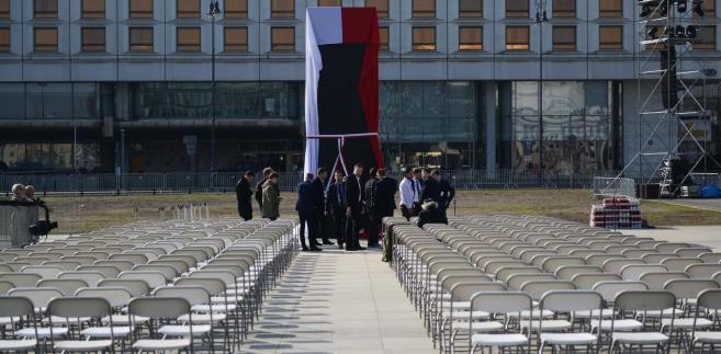 W moim odczuciu ten pomnik (pomnik smoleński) jest nie do ruszenia- powiedział Andrzej Dera