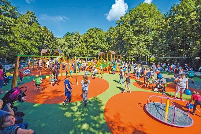 Plac zabaw w Parku Hutnik