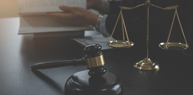 Sędziom przechodzącym w stan spoczynku przysługuje ekwiwalent pieniężny w kwotach od 1 tys. zł do 1,4 tys. zł za jeden dzień urlopu.