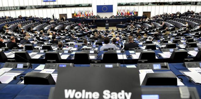 Legutko (PiS) przemawiał w imieniu grupy Europejskich Konserwatystów i Reformatorów.