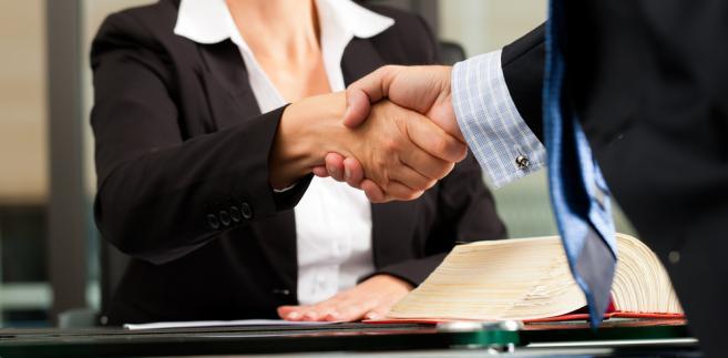 Klienci zarzucają bankowi, że ten proponując im aneks do umowy o kredyt hipoteczny we frankach, wprowadził ich w błąd.