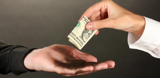 Przedsiębiorca, który dokonał zapłaty, ale czuje się oszukany, powinien wezwać nieuczciwą firmę do zwrotu dokonanej opłaty.