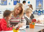 Więcej etatów dla nauczycieli w szkołach, lecz nie na stałe