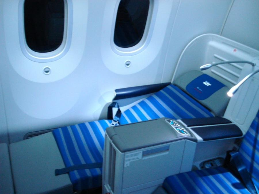 Fotele w klasie biznes rozkładają się tworząc płaskie łóżko