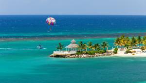 Karaiby - rajskie plaże, wspaniałe miasta