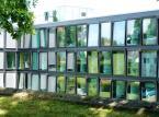 8. University of St Gallen. . Jest to najmniejsza szkoła wyższa w Szwajcarii. Specjalizuje się w ekonomii, prawie i stosunkach międzynarodowych.