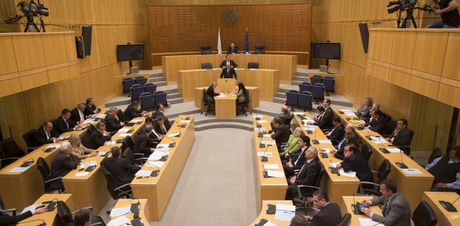 Debata nad podatkiem od depozytów w cypryjskim parlamencie