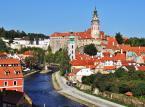 9. miejsce: Zamek w Czeskim Krumlovie - Zespół budowli, usytuowany na skale wznoszącej się stromo nad Wełtawą – jest drugim, co do zajmowanej powierzchni, zamkiem w Czechach, po praskich Hradczanach. Najstarsza część tzw. Hradek – Zameczek z potężną okrągłą wieżą pochodzi z połowy XIII wieku.