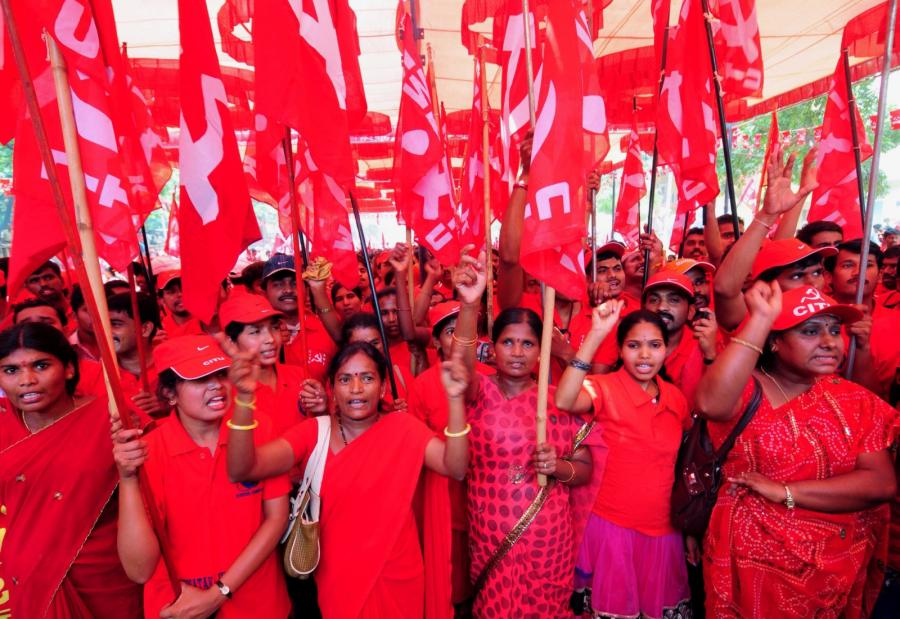 Demonstracje 1 maja w Indiach. Fot. EPA/JAGADEESH NV/PAP/EPA