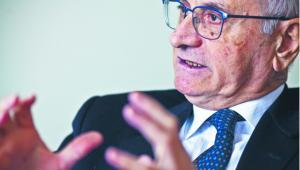 Roberto Alfonso od 2015 r. prokurator generalny Mediolanu. Specjalista z wieloletnim doświadczeniem w zwalczaniu przestępczości zorganizowanej. Przez 16lat pracował w krajowej prokuraturze ds. walki z mafią. Wcześniej był prokuratorem na Sycylii. Zanim otrzymał nominację na stanowisko w Mediolanie, pracował w Bolonii, gdzie uczestniczył w tzw. śledztwie Aemilia, jednej z największych spraw dotyczących działalności ndranghety w północnych Włoszech. W Polsce przebywał na zaproszenie resortu sprawiedliwości; wziął udział w konferencji dotyczącej konfiskaty rozszerzonej