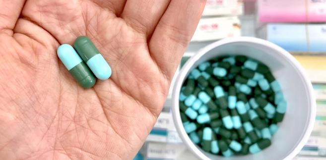 Za systemem wykrywania sfałszowanych leków produktów medycznych, który spędza sen z powiek niemal całej branży farmaceutycznej stoi, tzw. dyrektywa fałszywkowa.