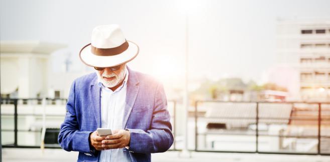 Jak podkreśla UOKiK, osoby starsze niechętnie składają reklamację, nie walczą o swoje prawa, wierzą w zapewnienia sprzedawcy, a wykorzystują to nieuczciwi przedsiębiorcy.