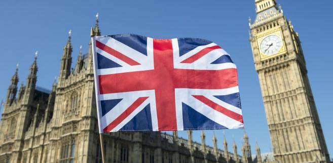 Gazeta zaznaczyła, że proponowane zapisy nie podlegałyby nadzorowi Trybunału Sprawiedliwości UE. Ich użycie mogłoby - zdaniem dziennika - wywołać poważne napięcia w relacjach UE z W. Brytanią, a nawet wojnę handlową.