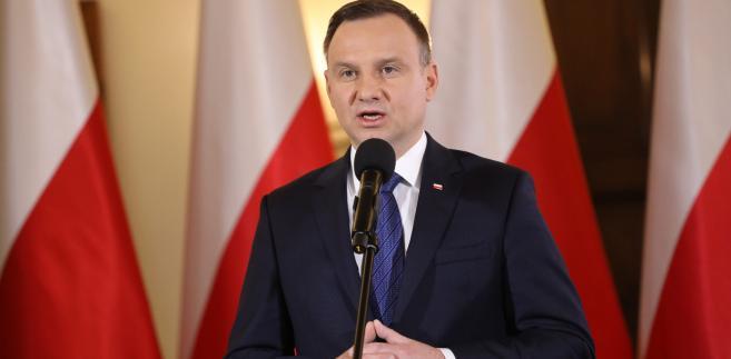"""""""W 2019 r. mamy nowe wybory parlamentarne, nie wiemy, kogo wybiorą Polacy, nie wiemy, jaki będzie nowy rząd, dlatego chcę, żeby przy tych wyborach Polacy odpowiedzieli właśnie na to pytanie, czy zgadzają się na taką przymusową relokację, czy nie."""""""