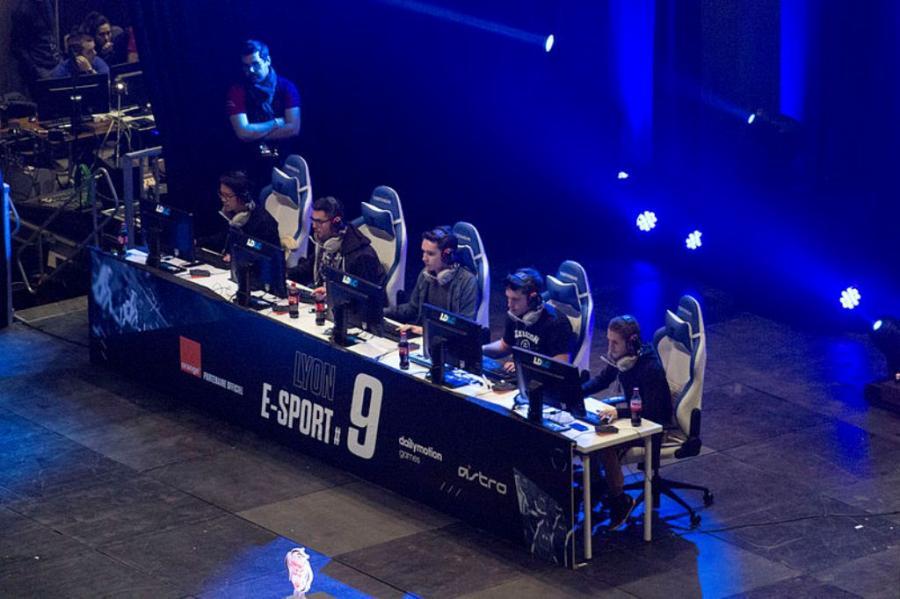 Rywalizacja graczy komputerowych w Lyonie