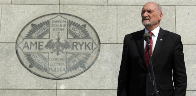Nadzór nad Cegielskim sprawuje minister Mateusz Morawiecki, nadzór nad Polską Grupą Zbrojeniową – minister Antoni Macierewicz.