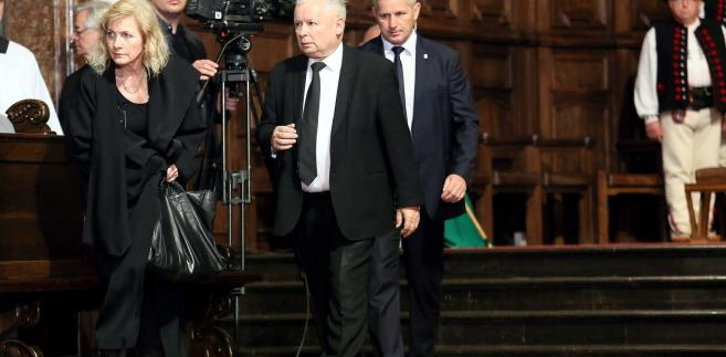 """""""Poranna msza, wieczorna msza; będziemy oczywiście składali wieńce pod pomnikami, a sądzę, chociaż decyzji jeszcze nie ma, to jest mój sąd indywidualny, że co rok będziemy maszerować, że w kolejne rocznice te marsze będą, ale już tylko raz do roku"""" - powiedział wówczas Kaczyński."""