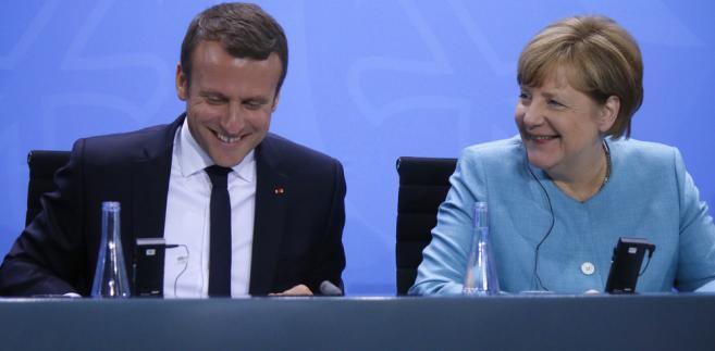 """Macron był przed wystąpieniem """"fetowany w Davos niczym mesjasz, który uratuje Europę, a nawet cały świat"""" - ocenia gazeta, zarzucając prezydentowi Francji, że wygłosił zbyt długie i wypełnione ogólnikami przemówienie."""