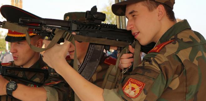 Zarówno hierarchowie kościelni, jak i dziennikarze skierowali w tej sprawie pytania do białoruskiego ministerstwa obrony.